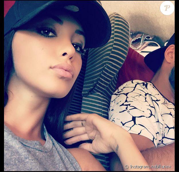 Nabilla : dans le train avec son amoureux Thomas Vergara ? Août 2015.