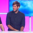 Zarko et Zelko sur le plateau du  Debrief  de  Secret Story 9  sur NT1. Le 27 août 2015. Zarko a dévoilé une coupe de cheveux à la Justin Bieber.