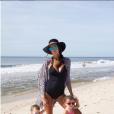 Jade Foret Lagardère, enceinte de son troisième enfant, pose sur Instagram avec ses filles Mila et Liva, le dimanche 30 août 2015.