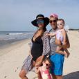 Jade Foret, enceinte de son troisième enfant, pose sur Instagram avec ses filles Mila et Liva, et son époux Arnaud Lagardère, le dimanche 30 août 2015.