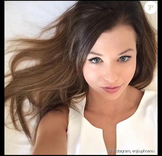 Marie Lopez, alias Enjoy Phoenix, est devenue brune, le 26 août 2015.