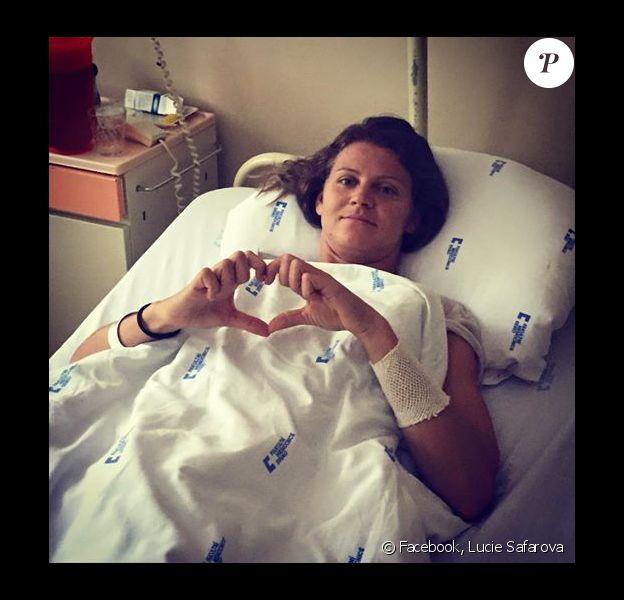 Lucie Safarova sur son lit d'hôpital, photo publiée le 15 septembre 2015