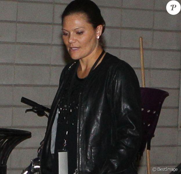 La princesse Victoria de Suède, enceinte, et son mari le prince Daniel assistaient au premier des quatre concerts de U2 à Stockholm le 16 septembre 2015, au Ericsson Globe.