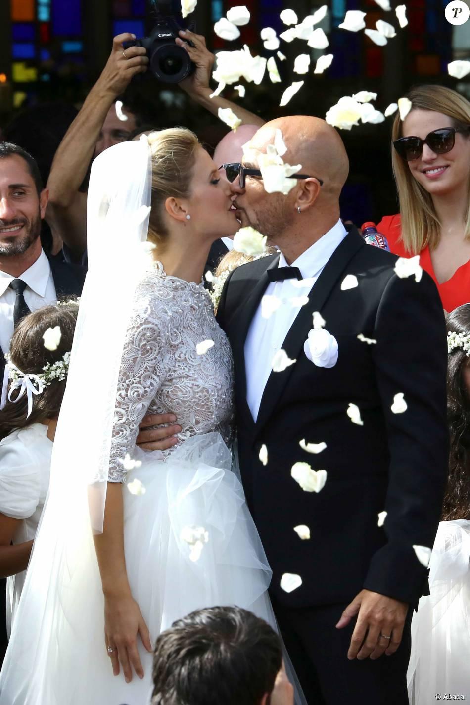 Le chanteur Pascal Obispo a épousé Julie Hantson au Cap-Ferret le 19 septembre 2015.