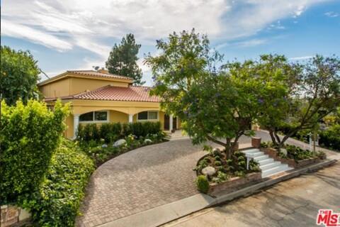Idina Menzel et son nouveau compagnon s'offrent une villa à 2,6 millions