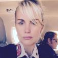 """À peine arrivés en France, Johnny et Laeticia Hallyday sont déjà dans l'avion qui les emmènent à Nice pour les dernières répétitions de la tournée """"Rester Vivant"""" qui débute le 2 octobre 2015."""