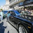 Kris Jenner et Corey Gamble arrivent en Rolls-Royce à l'InterContinental pour assister au défilé Balmain (collection printemps-été 2016). Paris, le 1er octobre 2015.