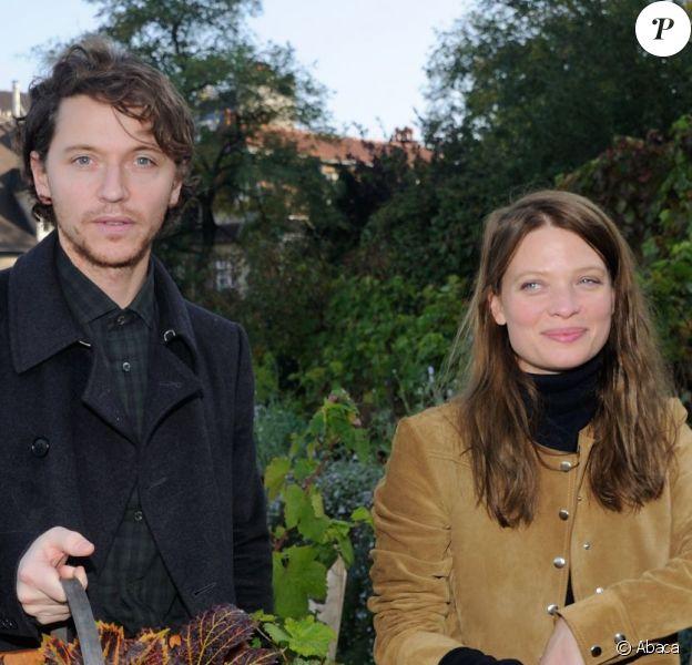Mélanie Thierry et Raphael assistent au ban des vendanges de Montmartre à Paris, le 10 octobre 2015.