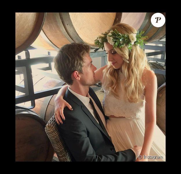 Megan Park et Tyler Hilton le jour de leur mariage / photo postée sur le compte Instagram d'Alyson Black-Barrie