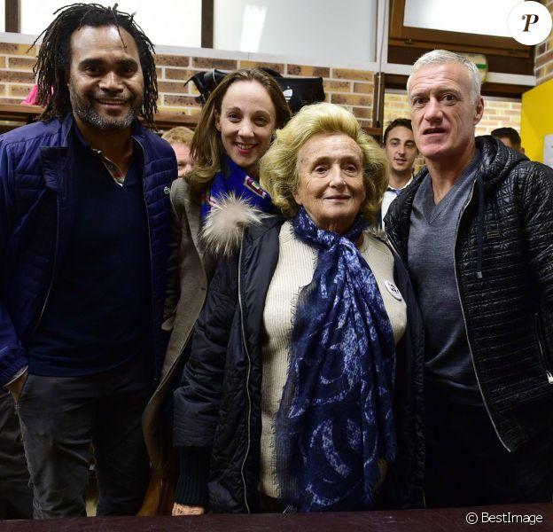 Christian Karembeu, Bernadette Chirac et Didier Dechamps lors d'un match de charité avec le Variétés Club de France au profit de l'association + de Vie au stade Léo Lagrange de Poissy le 12 octobre 2015