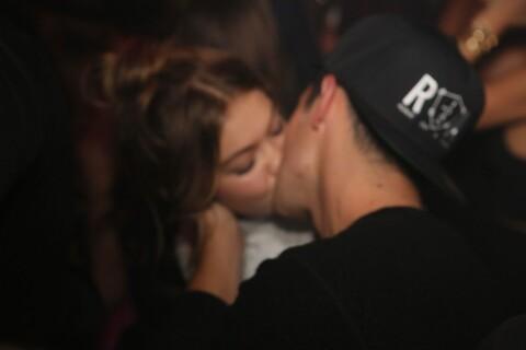 Gigi Hadid et Joe Jonas : Baiser passionné à l'Arc devant Bella Hadid !