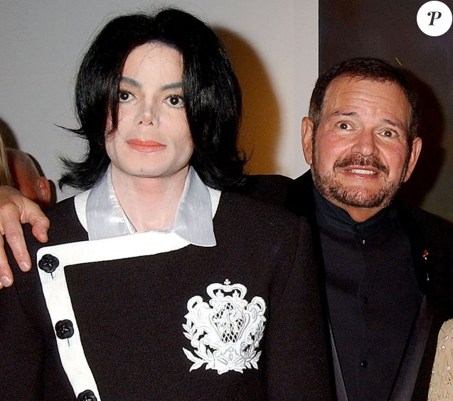 Arnold Klein arriving et Michael Jackson en 2009 à Laguna Beach, en Californie.