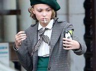Lily-Rose Depp : Style rétro, cigarette et selfie en plein tournage à Paris !