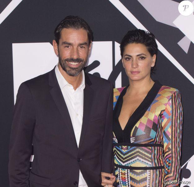 Robert Pirès et sa femme Jessica lors des MTV Europe Music Awards 2015 au Mediolanum Forum à Milan, le 25 octobre 2015