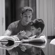 Cristiano Ronaldo aide son fils avec ses devoirs - Photo publiée le 26 octobre 2015