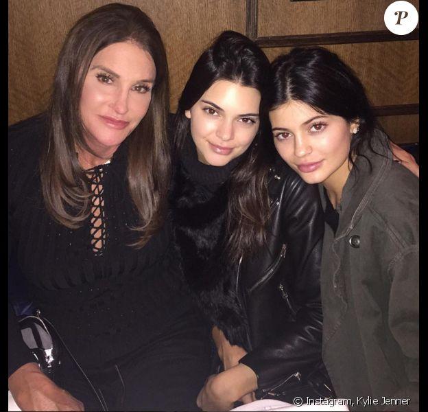 Caitlyn Jenner et ses filles Kendall et Kylie dînent au Carbone, dans le quartier de West Village. New York, le 7 novembre 2015.