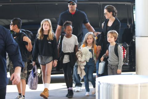 """Angelina Jolie se livre sur la puberté de Maddox : Un garçon """"très réservé"""""""