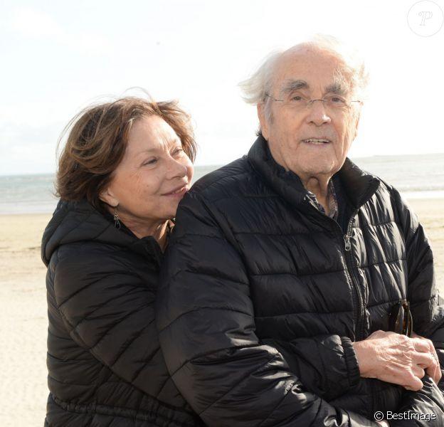 Macha Méril et son mari Michel Legrand - Rendez-vous sur la plage lors du Festival du Cinéma et Musique de Film de La Baule le 14 novembre 2015.