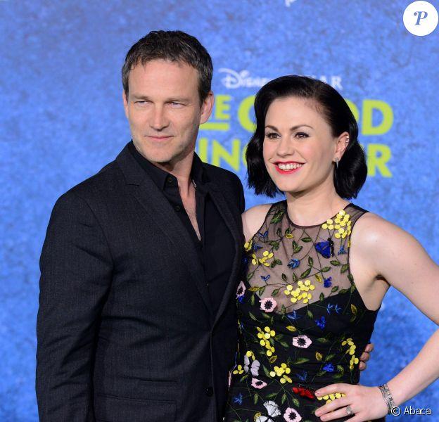Anna Paquin et son époux Stephen Moyer à la première du film Le voyage d'Arlo à Los Angeles, le 17 novembre 2015.