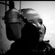 La talentueuse Anne Sila, en studio d'enregistrement pour son premier album.