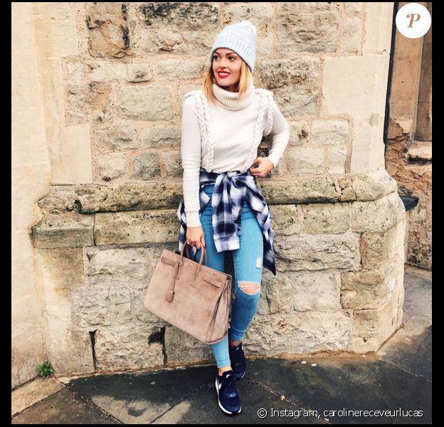 Caroline Receveur, sublime en simple jean et pull col roulé. Novembre 2015.