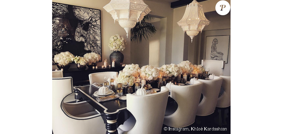 table fleurie pour le d ner de thanksgiving de la famille kardashian jenner west photo publi e. Black Bedroom Furniture Sets. Home Design Ideas