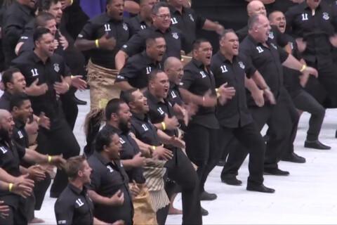 Obsèques de Jonah Lomu: L'émouvant haka des Blacks devant son épouse et ses fils