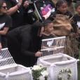 Les obsèques nationales en hommage à Jonah Lomu qui se déroulaient à l'Eden Park d'Auckland, le 30 novembre 2015 - Ses enfants et sa famille relâchent des colombes