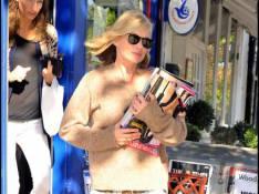 REPORTAGE PHOTOS : Kate Moss, trop sexy même pour aller... chercher ses journaux !
