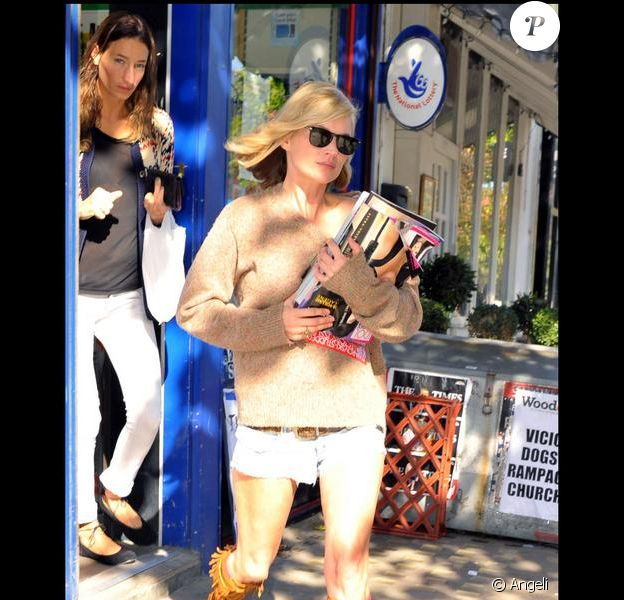Kate Moss, le bon look même pour aller chercher son journal