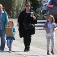 Exclusif - Melissa McCarthy accompagne ses filles Vivian et Georgette à une fête d'anniversaire à Los Angeles. Le 1er mars 2015