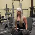Kassie K. dans le clip d'All I Want for Christmas Is Gains, sa parodie fitness d'All I Want for Christmas Is You de Mariah Carey pour Noël 2015.