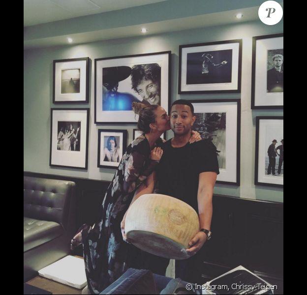 Photo de Chrissy Teigen et John Legend publiée le 19 décembre 2015.