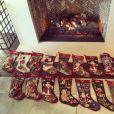 Les chaussettes de Noël des membres de la famille Kardashian-Jenner, posées devant la cheminée ! Los Angeles, le 25 décembre 2015.