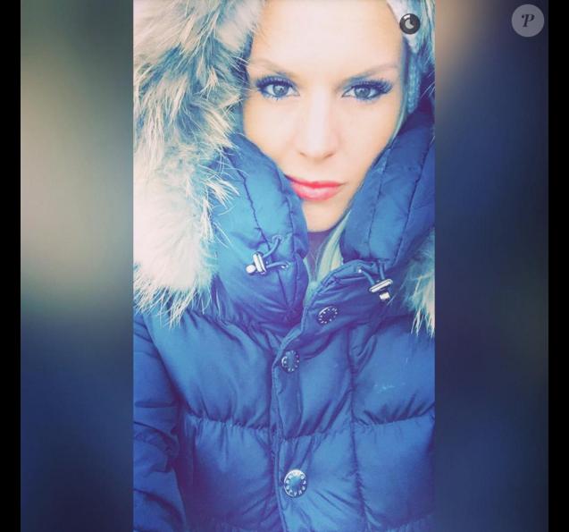 Amélie Neten profite de vacances au ski avec son fiston, Hugo (4 ans). Décembre 2015.