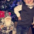 Hugo (4 ans), fils d'Amélie Neten, sur son 31 pour célébrer Noël. Décembre 2015.