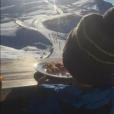 Amélie Neten profite en vacances au ski avec son fiston, Hugo (4 ans). Décembre 2015.