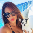 Ayem Nour : Selfie sur un bateau en direction de la Sardaigne
