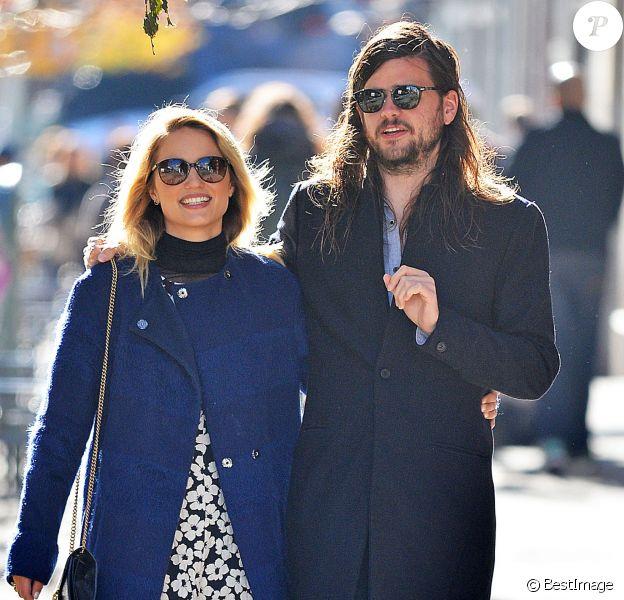 Exclusif - Dianna Agron et son petit-ami Winston Marshall se promènent en amoureux à New York, le 22 novembre 2015. © CPA/Bestimage