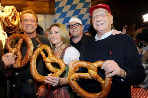 Arnold Schwarzenegger et sa chérie : Régime bretzels et saucisses pour le couple
