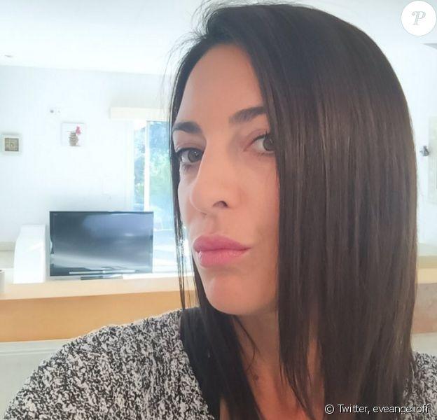 Eve Angeli dévoile sa nouvelle couleur de cheveux. Ils sont presque noirs. Janvier 2016.