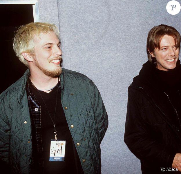 David Bowie et son fils Duncan Jones aux Brit Awards à Londres, février 1999.