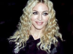 PHOTOS : Madonna, et maintenant... elle flingue !