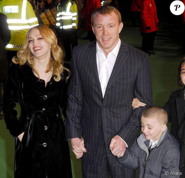 Madonna et Guy Ritchie avec Rocco et Lourdes à Londres le 25 janvier 2007.