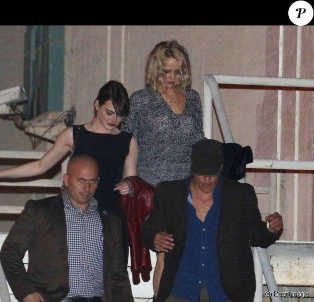 Emma Stone, Woody Harrelson et Jennifer Lawrence à la sortie du Wiltern Theatre à Los Angeles après le concert d'Adele en présence de nombreuses célébrités le 13 février 2016