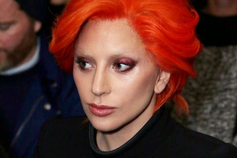 Fashion Week : Lady Gaga, transformée pour David Bowie, se joint à la fête !