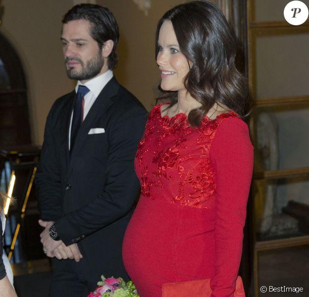 La princesse Sofia de Suède, enceinte de 8 mois de son premier enfant, assistait avec son mari le prince Carl Philip et sa belle-mère la reine Silvia au gala annuel de l'Académie royale des arts à Stockholm, le 19 février 2016.