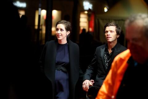 Sara Giraudeau, enceinte au bras de son amoureux, dévoile ses rondeurs aux César