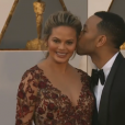 Chrissy Teigen enceinte et John Legend aux Oscars 2016.