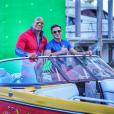 Zac Efron et Dwayne Johnson posent pour immortaliser la première journée de tournage d'Alerte à Malibu, le 22 février 2016.